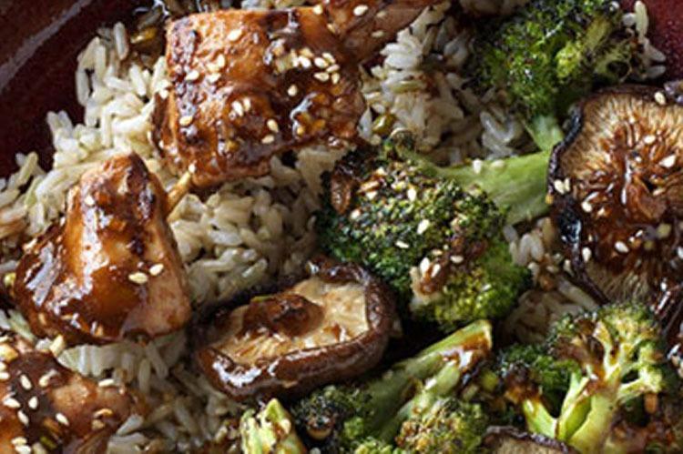 Rezept: Hoisin Hähnchen Spiesse mit Brokkoli und Pilzen