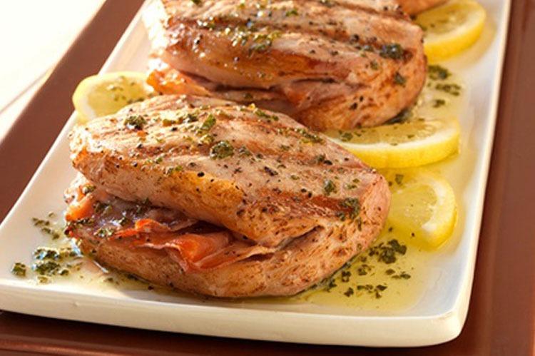 Rezept: Schweinerückensteak gefüllt mit Schinken-Mozzarella und Salbei