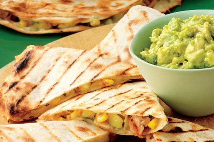 Rezept: Hähnchen-Gemüse-Quesadillas mit Guacamole